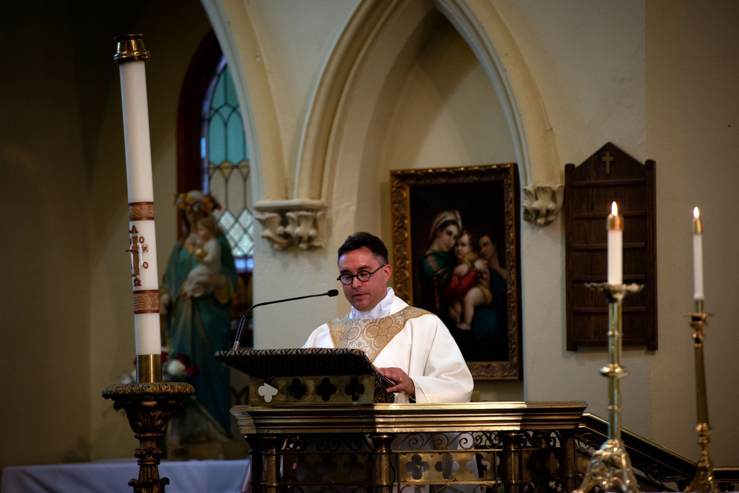 Father Matthew Jones welcomes Father Martuscello's family and friends at the start of the ordination Mass.