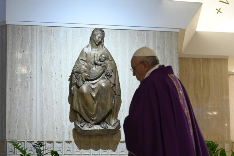 Pope Francis celebrates Mass in the chapel of his Vatican residence, the Domus Sanctae Marthae, April 1, 2020.