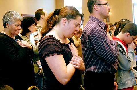Nancy Perez prays.