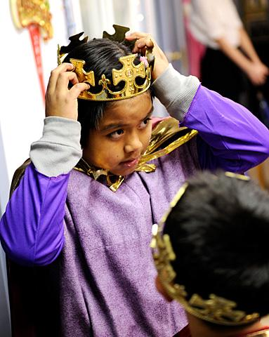 Irving Jimenez, 9, puts on his crown.
