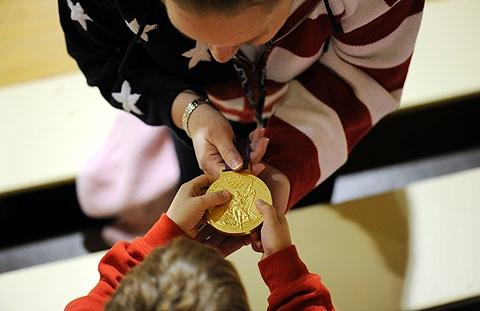 Teacher Kelly Congdon shows Musnicki's medal to students.