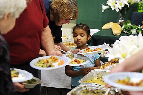 Mary Zarpentine helps her niece, Renee Hunter, get food.