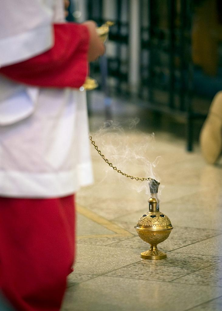 A thurible sits before the altar.