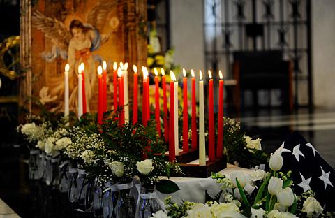 25 candles and 25 roses symbolize the deceased.