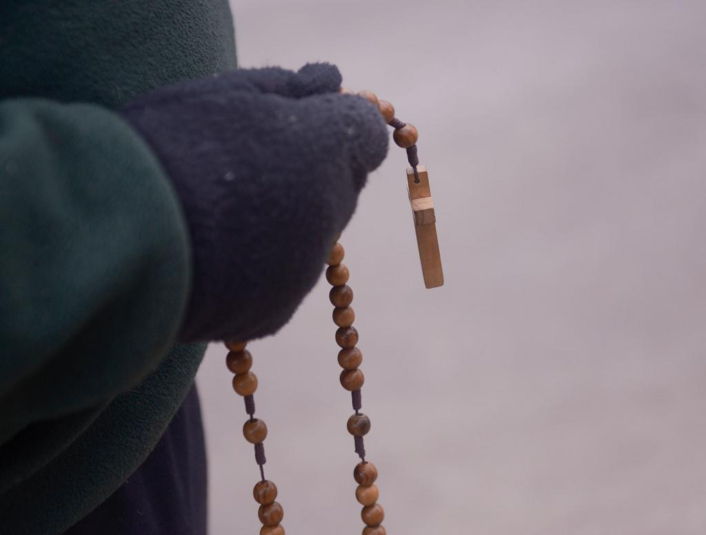 A 40 Days for Life participant in Rochester holds a rosary March 28.