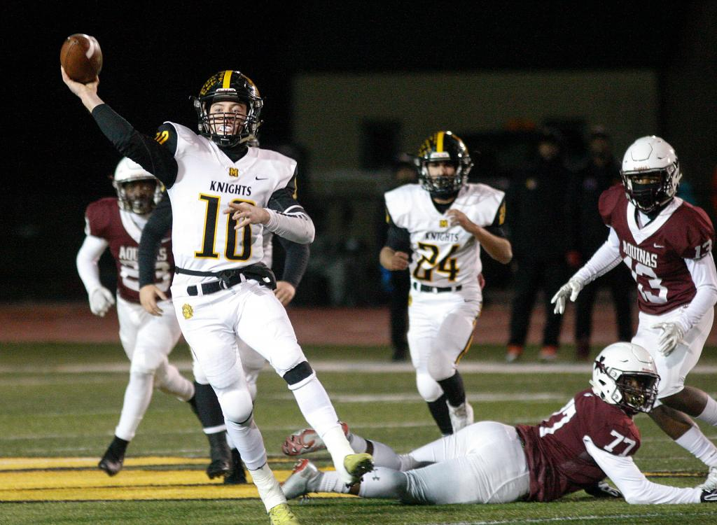 McQuaid's Hunter Walsh (10) drops back to pass.<br />(Courier photo by John Haeger)