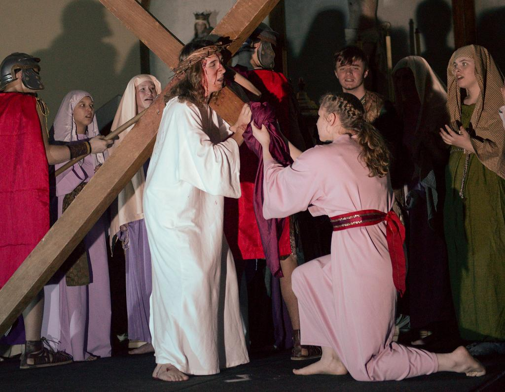 Jennifer Scott as Veronica wipes the face of Jesus.