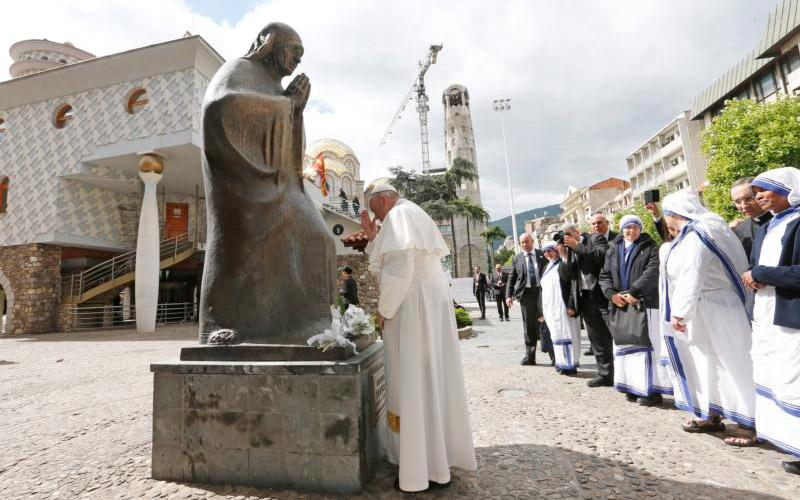 Pope Francis prays in front of a statue of Mother Teresa at the Mother Teresa Memorial during a meeting with religious leaders and the poor in Skopje, North Macedonia, May 7, 2019. (CNS photo by Paul Haring)