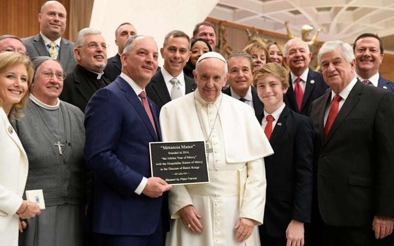 Pope Francis poses for a photo with Louisiana Gov. John Bel Edwards and his delegation during the pope's general audience at the Vatican Jan. 18, 2017. (CNS photo by L'Osservatore Romano)