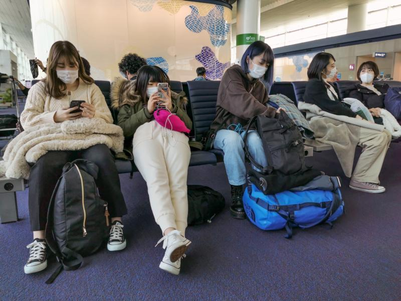 Passengers are seen wearing protective face masks in Seoul's Incheon Airport.
