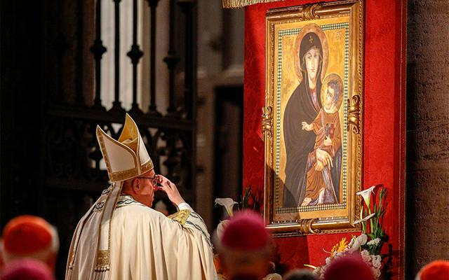 <p>Pope Francis venerates a Marian image in Rome in 2016. A new Marian feast the pope has instituted will be celebrated on the Monday after Pentecost.  </p>