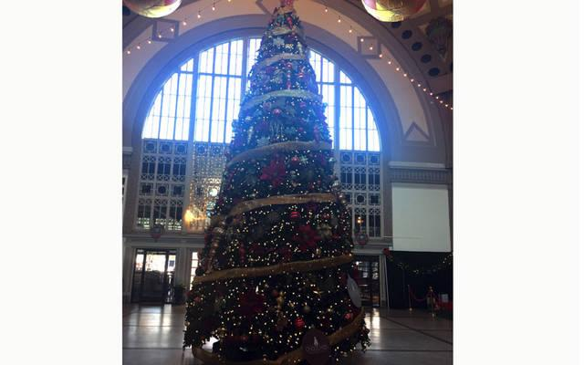 <p>Christmas tree inside the lobby of Chattanooga Choo Choo Hotel in Chattanooga, TN. (Courier photo by Gina Capellazzi) </p>