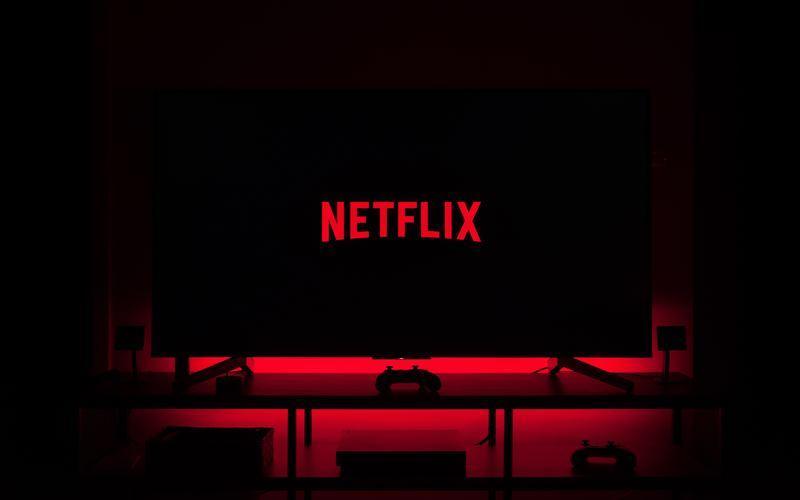 netflix on tv in dark