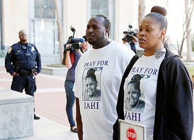 Nailah Winkfield, right, mother of 13-year-old Jahi McMath who doctors declared brain dead, and Martin Winkfield, the stepfather, arrive at the U.S. District Courthouse for a settlement conference in Oakland, Calif., Jan. 3. Winkfield has said her Christian beliefs require her to remain open to the possibility that God will perform a miracle and restore her daughter to health.