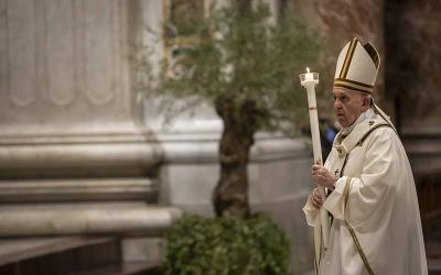 <p> Pope Francis carries a candle as he celebrates the Easter Vigil in St. Peter's Basilica at the Vatican in this April 11, 2020, file photo. Due to the COVID-19 pandemic, Holy Week and Easter services at the Vatican will again this year not be open to the general public. </p>
