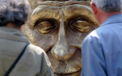 <p>People look at a sculpture of Robert Schuman, France&rsquo;s former foreign minister, at a park in Bucharest, Romania, in this May 9, 2006, file photo. Pope Francis has advanced the sainthood cause of Schuman, who helped lay the groundwork for the European Union. (CNS photo by Bogdan Cristel/Reuters)  </p>