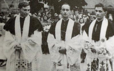 <p>The brothers Georg, left, and Joseph Ratzinger, right, are pictured with their mutual friend Rupert Berger after their priestly ordination June 29, 1951 in Freising, Germany. Pope Francis led pilgrims in St. Peter&rsquo;s Square in congratulating retired Pope Benedict XVI, the former Joseph Ratzinger, on the 70th anniversary of his priestly ordination June 29. (CNS photo by KNA)  </p>
