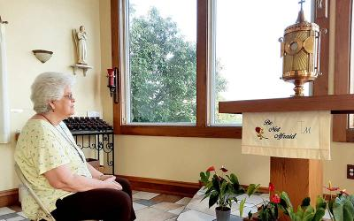 <p>Hilaire Tavenner prays before the Eucharist in the adoration chapel at St. Anthony of Padua Parish in Lorain, Ohio, July 7, 2021. She regularly prays at the chapel to express gratefulness for the good things in her life and to ask Jesus to bring peace to a troubled world. (CNS photo by Dennis Sadowski)  </p>