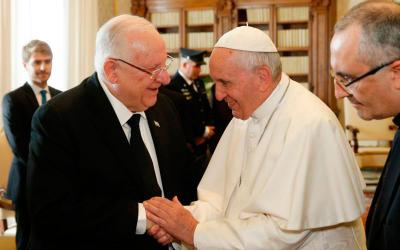 Pope Francis shakes hands with Israeli President Reuven Rivlin during a private audience at the Vatican Nov. 15. (CNS photo by Paul Haring)