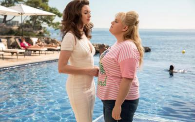 """Anne Hathaway and Rebel Wilson star in a scene from the movie """"The Hustle."""""""