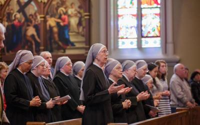 Members of the Little Sisters of the Poor pray during Mass at the Basilica of the Sacred Heart at the University of Notre Dame in Indiana April 9, 2016.