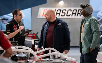 """This is a scene from the TV show """"The Crew"""" starring Kevin James streaming on Netflix."""