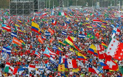 <p>Pope Francis leads the World Youth Day prayer vigil at St. John Paul II Field in Panama City Jan. 26. (CNS photo by Paul Haring)  </p>