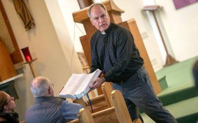 <p>Father Michael Fowler leads a Lenten retreat at St. Paul of the Cross Church in Honeoye Falls March 23, 2017.  </p>