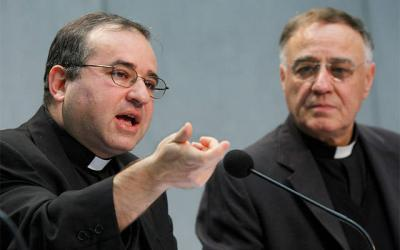 <p>Jesuit Father Jos&#0233; Funes (left), then-director of the Vatican Observatory, speaks at a press conference on astrobiology at the Vatican in 2009.  </p>