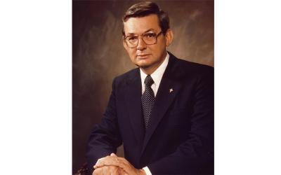 Virgil C. Dechant, the longest-serving supreme knight of the Knights of Columbus, holding the office from 1977 to 2000, died in his sleep at age 89 Feb. 15, 2020, in his hometown of Leawood, Kan.